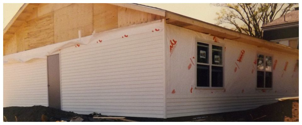 siding up on building